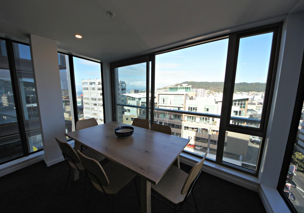Dining room with views over Wellington, Victoria St Apartment